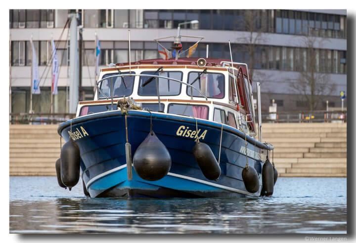 Ausbildungsboot GiselA im Duisburger Innenhafen